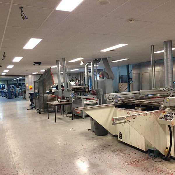 De werkplaats bij Mazon bestaat uit meerdere ruimtes. De foto geeft enigszins een indruk van de enorme omvang.